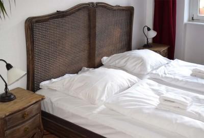 Schlafzimmer mit Doppelbett - Fewo Wöhlerstr